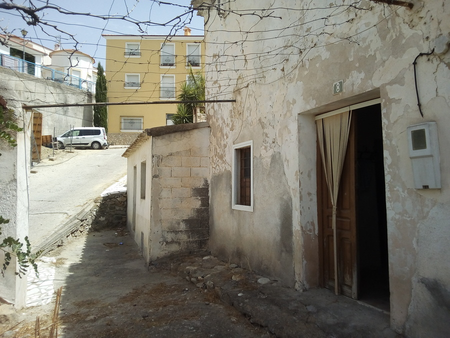5 Bedroom Townhouse For sale